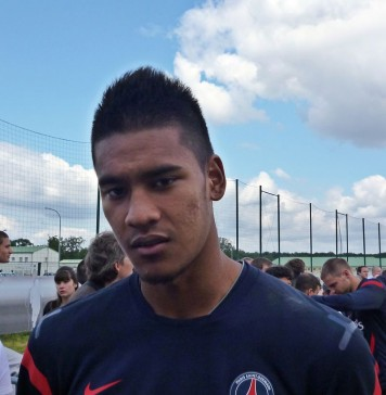 Alphonse Areola, fonte By PSGMAG.NET - Flickr: Alphonse Areola au Camp des Loges (24/07/2011), CC BY 2.0, https://commons.wikimedia.org/w/index.php?curid=15918563